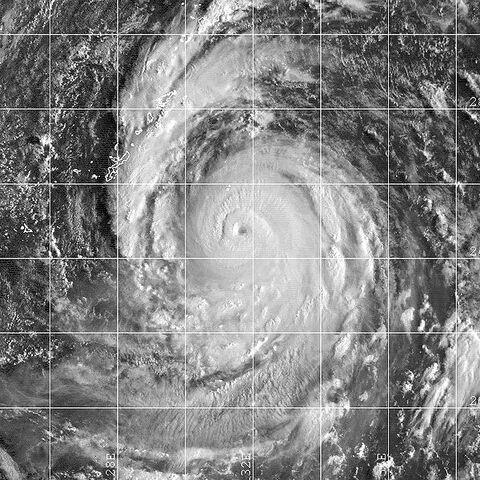 File:Typhoon Saomai 10 sept 2000 2250Z.jpg