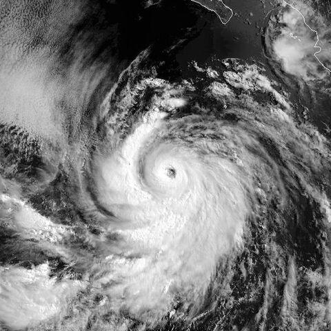 File:Hurricane Estelle 01 aug 1998 1620Z.jpg