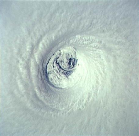 File:Hurricane emilia (1994) eye close-up.jpg