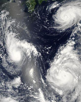 File:Typhoon saomai 060807.jpg