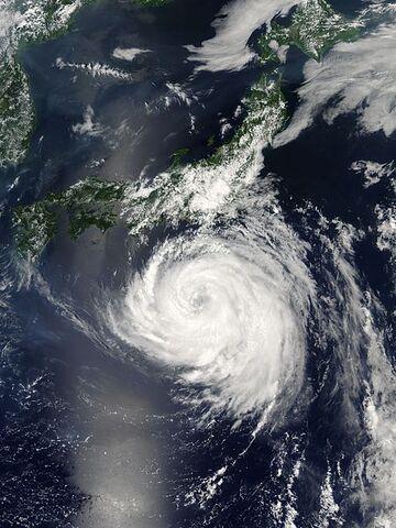 File:Typhoon Namtheun 29 july 2004 0405Z.jpg