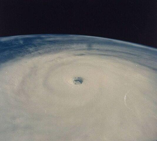 File:Typhoon Yuri 1991 at paek intensity.jpg