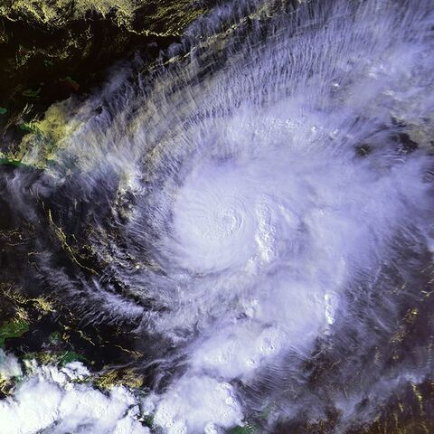 File:Hurricane Lenny 17 nov 1999 2015Z.jpg