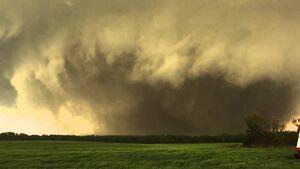 Piedmont OK tornado 05-24-11.jpg