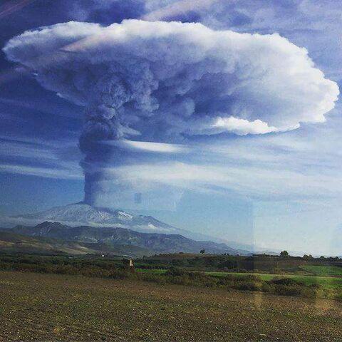 File:Volcano (47).jpg