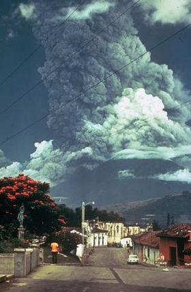 File:Volcan de Fuego October 1974 eruption.jpg