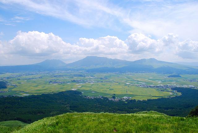 File:Mt.Aso and caldera01.png