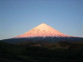 File:Ključevskaja za východu slunce.jpg