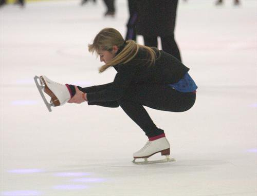 File:Jennette, ice skating, in a sit-spin 41081 141086499263567 100000866538214 183192 2673316 n.jpg
