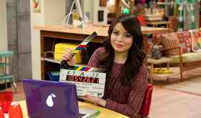 File:Miranda Cosgrove with Clapper.jpg