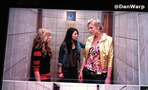File:Sam, Miranda, Sam's mom on iCarly.jpg