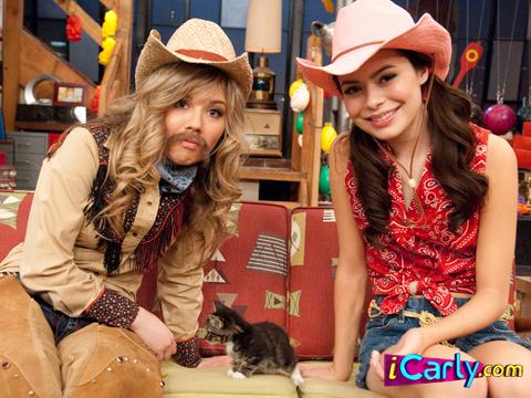 File:Sam carly and a cat.jpg