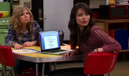 File:ICarly-iPear-Store-Episode-2.png