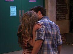 IOMG kiss