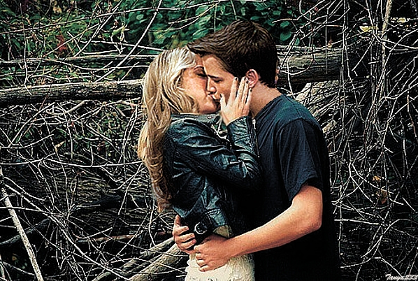 File:Love in forest-).jpg