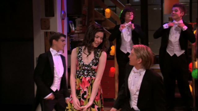 File:Icarly-103-idream-of-dance-spencer-and-carly.jpg