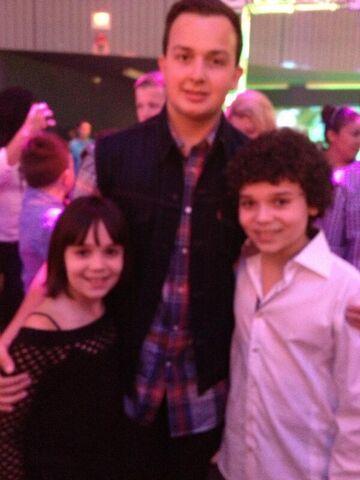File:Cameron and his sister with Noah Munck at 2013 KCA party.jpg