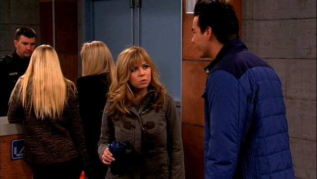 File:ICarly.S05E10.iToe.Fat.Cakes.480p.WEB-DL.x264-mSD.mkv 000743285.jpg