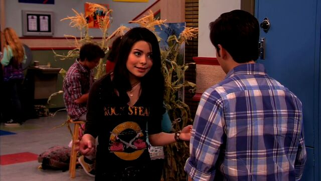 File:ICarly.S04E10.iOMG-HD.480p.Web-DL.x264-mSD.mkv 000970415.jpg