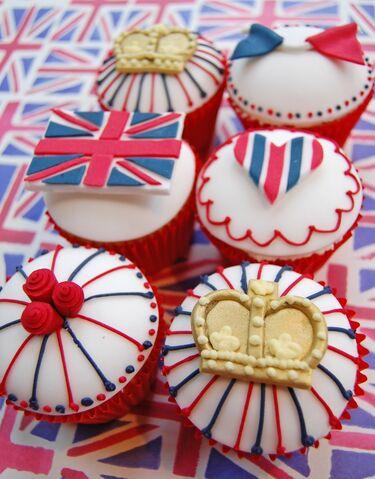 File:Royalcupcakes.jpg