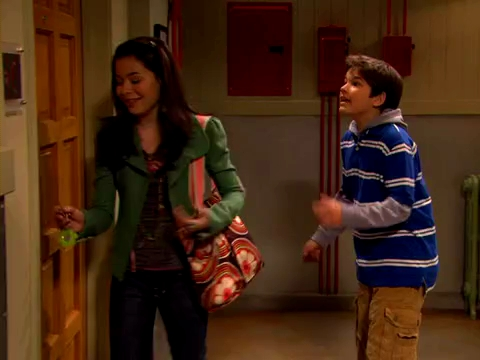 File:ICarly.S01E01.iPilot.HR.DVDRiP.XviD-LaR.avi 000300625.jpg