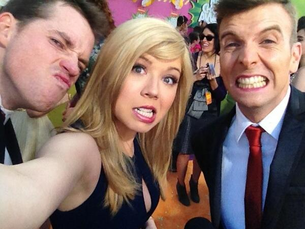 File:Jennette with Luke and Wyatt KCAs 2013.jpg