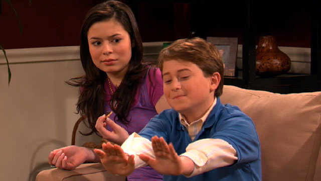 File:Icarly-inevel-tapenade-to-the-face.jpg