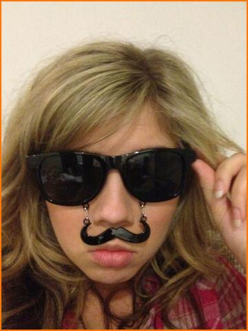 File:Jennette-McCurdy-Mustache.jpg