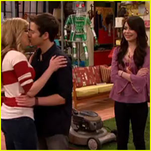 File:Season 5 icarly.png