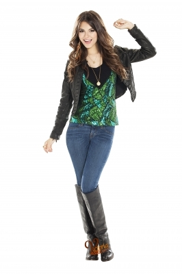 File:Victorious-Cast-Shoot-victoria-justice-26142344-266-400.jpg