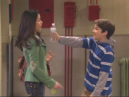 File:IPilot - Carly and Freddie.png