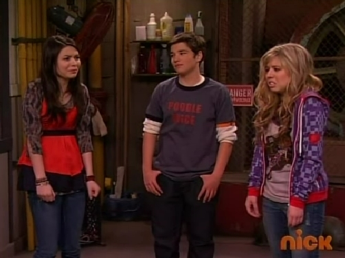 File:ICarly S03E07 iMove Out 333.jpg