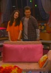 ICarly S04E01-iGot a Hot Room.HDTV-(030523)09-20-19-