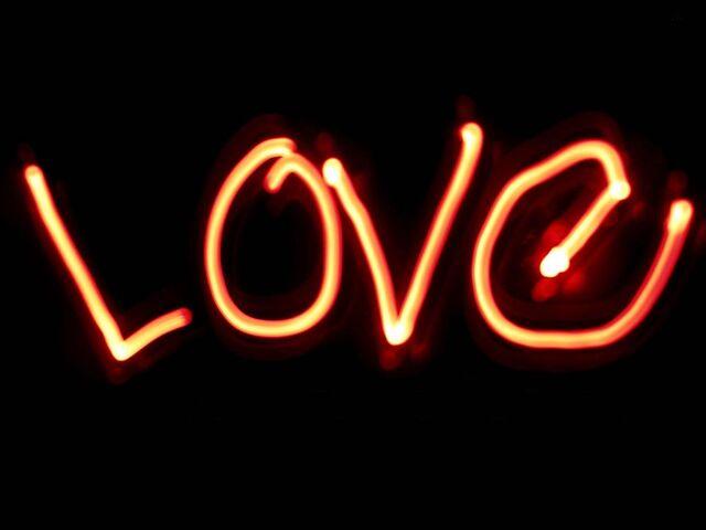 File:42gn38m3-love-wallpaper26.jpg
