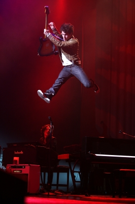 File:111515 nick-jonas-takes-a-leap-during-the-nick-jonas-and-the-administration-tour-on-january-26-2010-in-los-angeles-california.jpg