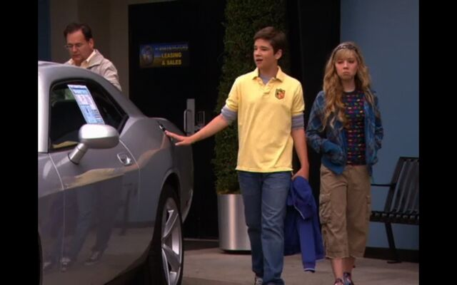 File:IGive-Away-A-Car-icarly-6591317-1440-900.jpg