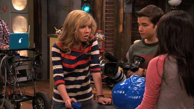 File:5x02-iDate-Sam-Freddie-icarly-25269769-1280-720.jpg