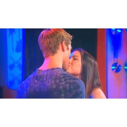 File:Jogan fist kiss!!.jpg
