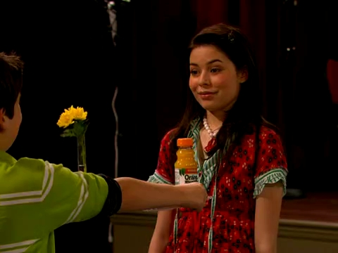 File:ICarly.S01E01.iPilot.HR.DVDRiP.XviD-LaR.avi 000429708.jpg