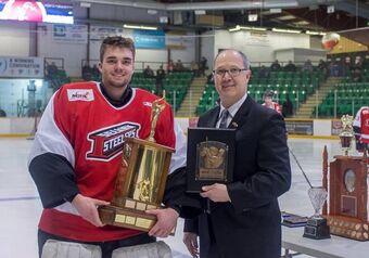 Braeden Ostepchuk accepting Top Goaltender Award