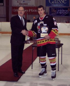 File:Jordan DePape receives Vince Leah Memorial Trophy.jpg