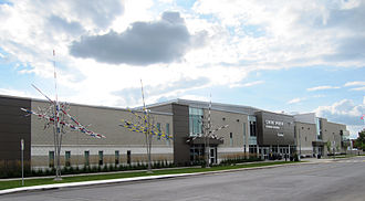 File:Centre sportif Léonard-Grondin - facade2.jpg