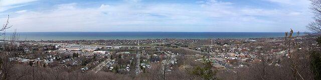 File:Grimsby, Ontario.jpg