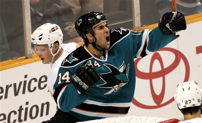File:Johnathan Cheechoo celebration 2008.jpg