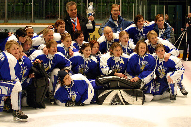 File:Finland national women's ice hockey team.jpg
