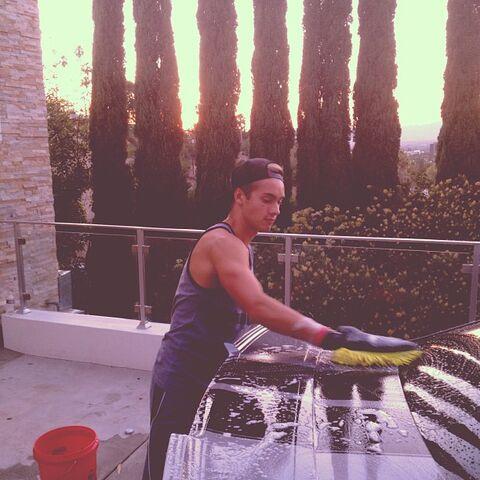 File:Austin Washing a Car.jpg