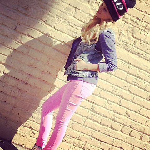 File:Olivia Wearing Pink Jeans.png