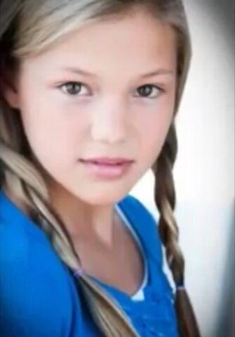 File:Olivia Holt with Braids.jpg