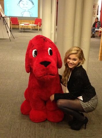 File:Olivia with Clifford.jpg