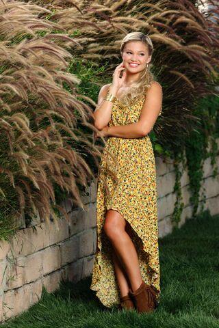 File:Olivia Yellow Sparkly Dress.jpg